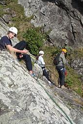 Ruben_and_Megan_relaxing_at_the_top_of_a_climb.jpg: 534x800, 218k (2014 Jul 21 06:48)