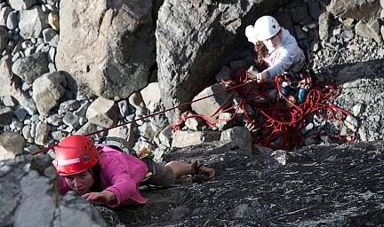 Sienna climbs.jpg: 1024x607, 283k (2014 Jul 21 06:48)
