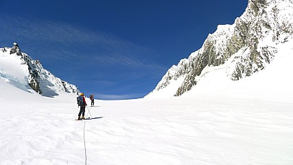 Approaching Pioneer Pass with Mt Haast at right