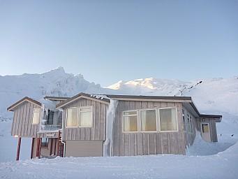 2011-07-18 07.41.45 P1020696 Simon Tararua Lodge.jpeg: 4000x3000, 4577k (2014 Jul 21 07:30)
