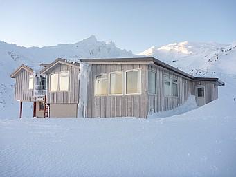2011-07-18 07.42.28 P1020697 Simon Tararua Lodge.jpeg: 4000x3000, 4642k (2014 Jul 21 07:30)