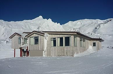 2011-07-18 15.34.32 P1020717 Simon  Tararua Lodge_cr.jpeg: 4000x2642, 4160k (2014 Jul 21 07:31)