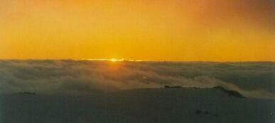 Ski_sunset_small.jpg: 387x174, 5k (2014 Jul 27 02:48)