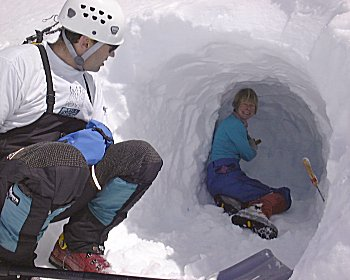 Digging a snow cave, Alpine Instruction. Photo: Jeff James