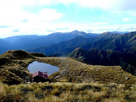 click on the photo to download the original image  2006-05-10-New_Mangahuka_Hut2