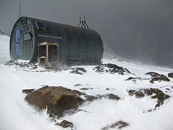 Barron Saddle Hut at New Year 2009 - David Grainger.jpg: 1024x768, 665k (2014 Jul 21 06:40)