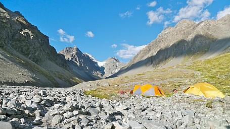 Gorilla Stream Camp.jpg: 1024x576, 285k (2014 Jul 21 06:47)