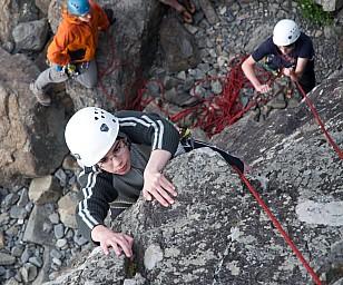 Walter climbs Ruben belays Alison checks.jpg: 1024x852, 349k (2014 Jul 21 06:48)