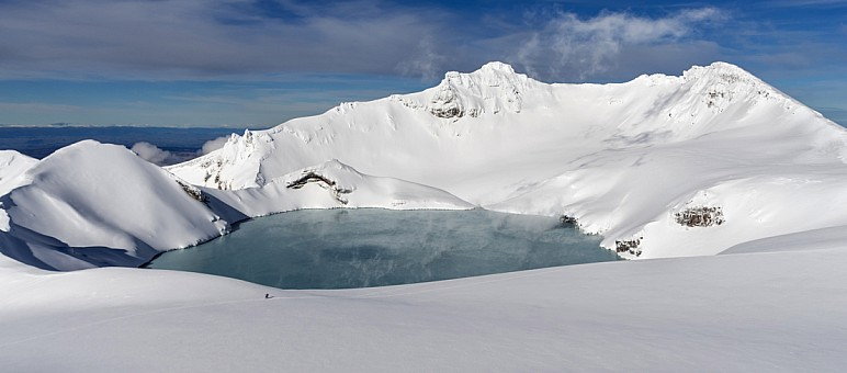 click on the photo and click again on the photo to download the original image  ABL-Andre Lazelle-Ruapehus crater lake smoking away