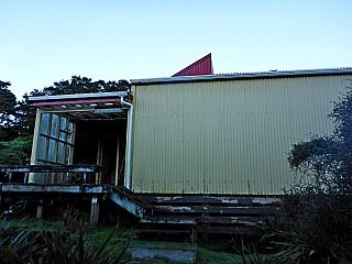 Te Matawai Hut early morning.jpeg: 4608x3456, 7270k (2017 Apr 10 09:28)