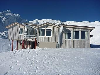 2011-07-18 09.37.40 P1020704 Simon Tararua Lodge.jpeg: 4000x3000, 5592k (2014 Jul 21 07:30)