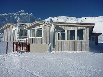2011-07-18 09.38.00 P1020705 Simon Tararua Lodge.jpeg: 4000x3000, 5800k (2014 Jul 21 07:30)